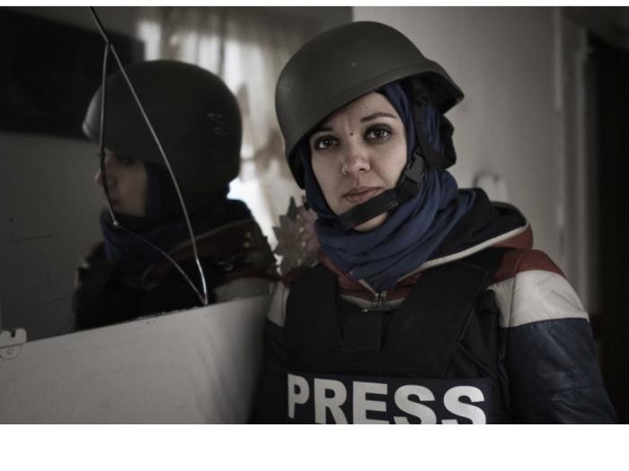 """(c) ALESSIO ROMENZI En juillet 2011, Francesca Borri, une journaliste italienne qui couvrait la bataille d'Alep, avait déjà publié une tribune, qui avait fait polémique, sur le site de la """"Columbia Journalism Review"""". Elle dénonçait, elle aussi, l'extrême précarité des reporters de guerre : 50 euros l'article, au mépris de toute sécurité."""